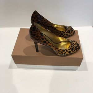 Brand New Gianni Bini animal print open toes pump